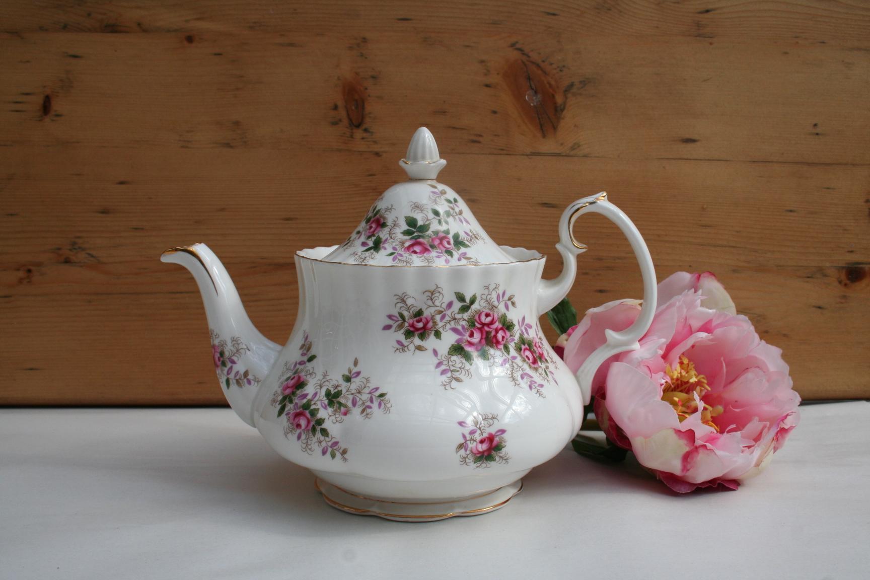 Royal Albert Servies Lavender Rose.Theepot Royal Albert Decor Lavender Rose Het Derde Servies