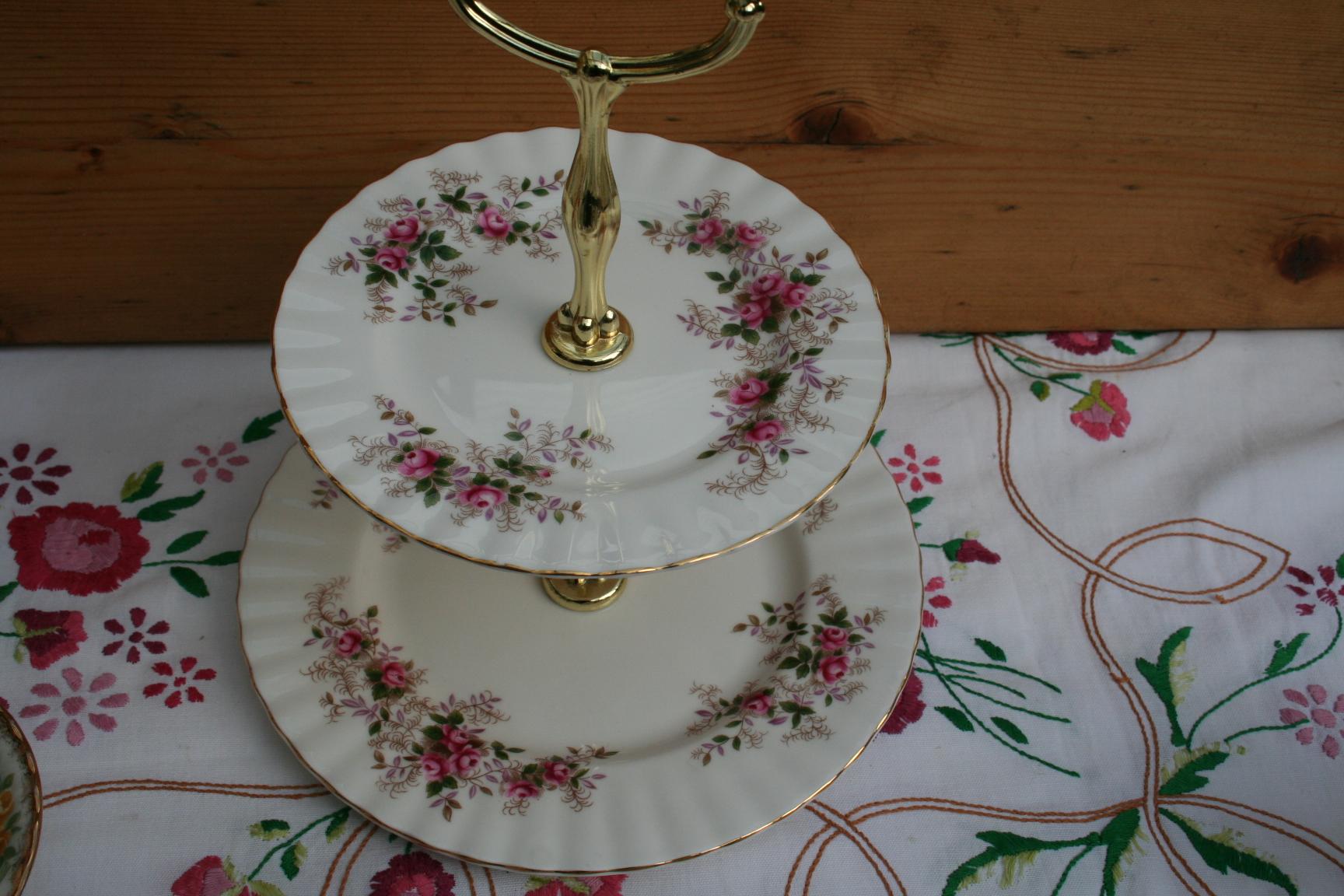 Royal Albert Servies Lavender Rose.Etagere Royal Albert Decor Lavender Rose 2 Laags Het Derde Servies